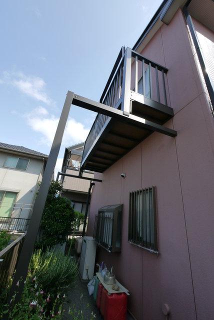 三島市E様邸バルコニー設置工事をしました。